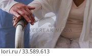 Nurse helping a senior woman in a retirement home. Стоковое видео, агентство Wavebreak Media / Фотобанк Лори