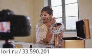 Caucasian blogger woman doing a video at home. Стоковое видео, агентство Wavebreak Media / Фотобанк Лори
