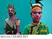 Kharsawan Chhau dancers, Sabar dance ( Jharkhand, India). They belong to the Ho tribe. (2020 год). Редакционное фото, фотограф Franck Metois / age Fotostock / Фотобанк Лори