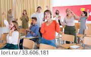 Купить «Excited student group talking on phones», фото № 33606181, снято 14 июля 2020 г. (c) Яков Филимонов / Фотобанк Лори