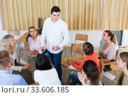 Male student discussing with groupmates. Стоковое фото, фотограф Яков Филимонов / Фотобанк Лори