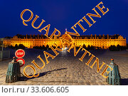 Coronavirus in Paris, France. Quarantine sign. Concept of COVID pandemic and travel in Europe. Les Invalides (The National Residence of the Invalids) at night. Стоковое фото, фотограф Владимир Журавлев / Фотобанк Лори