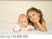 Купить «Two kids on the bed», фото № 33606953, снято 4 апреля 2018 г. (c) Типляшина Евгения / Фотобанк Лори