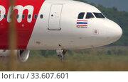 Купить «Airbus 320 taxiing after landing», видеоролик № 33607601, снято 12 ноября 2019 г. (c) Игорь Жоров / Фотобанк Лори
