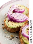 Купить «Sandwich with fresh avocado and onion on a plate», фото № 33612549, снято 30 мая 2020 г. (c) easy Fotostock / Фотобанк Лори