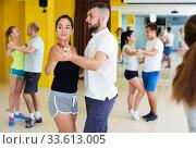 People dancing salsa in studio. Стоковое фото, фотограф Яков Филимонов / Фотобанк Лори