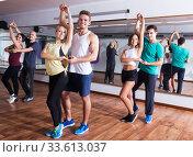 Dancing couples learning salsa. Стоковое фото, фотограф Яков Филимонов / Фотобанк Лори