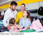 Купить «Family buying children clothes», фото № 33620021, снято 27 декабря 2017 г. (c) Яков Филимонов / Фотобанк Лори