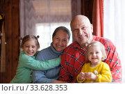 Купить «Sisters with their grandparents», фото № 33628353, снято 7 июня 2020 г. (c) Дарья Филимонова / Фотобанк Лори