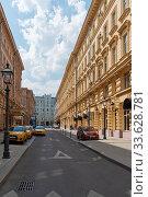 Улица Петровские Линии.   Москва (2019 год). Редакционное фото, фотограф Александр Щепин / Фотобанк Лори