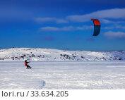 Купить «Snowkiter rides on a snow-covered field in the Arctic. Murmansk region, Russia», фото № 33634205, снято 10 марта 2016 г. (c) Наталья Волкова / Фотобанк Лори