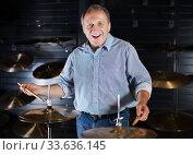 Купить «Musician playing on drum kit», фото № 33636145, снято 18 сентября 2017 г. (c) Яков Филимонов / Фотобанк Лори