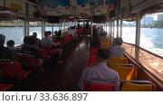Купить «Пассажиры маршрутного катера плывущего по реке Чао Пхрая. Бангкок, Таиланд», видеоролик № 33636897, снято 2 января 2019 г. (c) Виктор Карасев / Фотобанк Лори