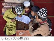 India, Madhya Pradesh, Bhopal, Taj-ul-Masajid mosque (Crown of the Mosques), Muslim children studying the Quran. Редакционное фото, фотограф Christophe Boisvieux / age Fotostock / Фотобанк Лори