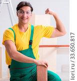 Купить «The contractor working on laminate wooden floor», фото № 33650817, снято 9 июля 2020 г. (c) easy Fotostock / Фотобанк Лори