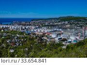 Купить «Краснодарский край, город Туапсе, вид сверху», фото № 33654841, снято 18 апреля 2020 г. (c) glokaya_kuzdra / Фотобанк Лори