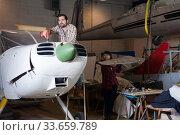 Купить «Young male with female working in workshop», фото № 33659789, снято 4 марта 2019 г. (c) Яков Филимонов / Фотобанк Лори