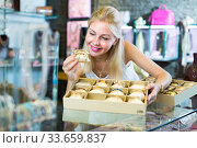 Купить «woman seller showing bracelets», фото № 33659837, снято 6 августа 2020 г. (c) Яков Филимонов / Фотобанк Лори