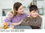 Купить «Mother wants to talk with his son after conflict at table», фото № 33665949, снято 9 февраля 2019 г. (c) Яков Филимонов / Фотобанк Лори