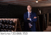 Professional winemaker in wine cellar. Стоковое фото, фотограф Яков Филимонов / Фотобанк Лори