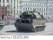 Купить «Российская пусковая установка 9К332МЭ зенитного ракетного комплекса «Тор-М2» SA-15 Gauntlet едет после парада в честь Дня Победы по Новому Арбату, Москва», фото № 33672205, снято 9 мая 2018 г. (c) Малышев Андрей / Фотобанк Лори