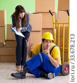 Купить «Woman boss and man contractor working with boxes delivery», фото № 33678213, снято 4 июня 2018 г. (c) Elnur / Фотобанк Лори