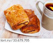 Купить «Neapolitan stuffed with ham and cheese closeup. Delicious breakfast concept», фото № 33679705, снято 3 июня 2020 г. (c) Яков Филимонов / Фотобанк Лори