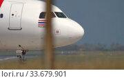 Купить «Airbus 320 taxiing after landing», видеоролик № 33679901, снято 12 ноября 2019 г. (c) Игорь Жоров / Фотобанк Лори