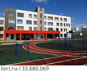 Moscow, Russia - May 1. 2020. State comprehensive school of primary and secondary education with game complex in Zelenograd. Стоковое фото, фотограф Володина Ольга / Фотобанк Лори