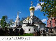 Купить «Донской монастырь в Москве солнечным весенним днем», фото № 33680933, снято 6 мая 2019 г. (c) Natalya Sidorova / Фотобанк Лори