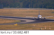 Купить «Lufthansa Airbus 320 landing», видеоролик № 33682481, снято 19 июля 2017 г. (c) Игорь Жоров / Фотобанк Лори
