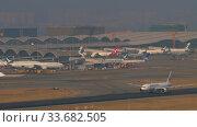 Купить «Japan Airlines Boeing 777 departure from Hong Kong», видеоролик № 33682505, снято 10 ноября 2019 г. (c) Игорь Жоров / Фотобанк Лори