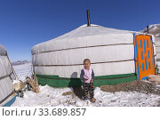 Купить «Asie, Mongolie, Ouest de la Mongolie, Montagnes de l'Altai, Yourte dans la neige avec un enfant / Asia, Mongolia, West Mongolia, Altai mountains, Yurt in the snow with a child.», фото № 33689857, снято 16 февраля 2019 г. (c) age Fotostock / Фотобанк Лори