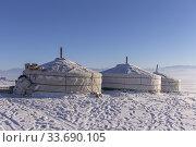 Asie, Mongolie, Ouest de la Mongolie, Montagnes de l'Altai, Yourte dans la neige / Asia, Mongolia, West Mongolia, Altai mountains, Yurt in the snow. Стоковое фото, фотограф Morales / age Fotostock / Фотобанк Лори