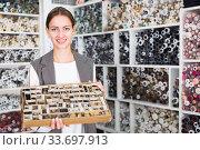 Salesgirl offering buttons. Стоковое фото, фотограф Яков Филимонов / Фотобанк Лори