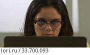 Купить «Caucasian woman using a laptop», видеоролик № 33700093, снято 23 июля 2019 г. (c) Wavebreak Media / Фотобанк Лори