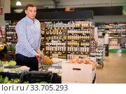 Купить «Confident buyer with shopping cart in grocery hypermarket», фото № 33705293, снято 9 октября 2019 г. (c) Яков Филимонов / Фотобанк Лори