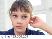 Купить «Портрет девочки крупным планом с ярко выраженными негативными эмоциями», фото № 33706209, снято 4 мая 2020 г. (c) Иванов Алексей / Фотобанк Лори