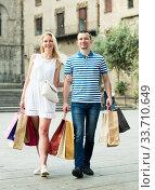 Couple with many bags outdoors. Стоковое фото, фотограф Яков Филимонов / Фотобанк Лори