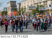 "Купить «Procession of the public movement ""Immortal regiment"" in memory of the 26 million compatriots who died in the Great Patriotic War», фото № 33711625, снято 9 мая 2016 г. (c) Наталья Волкова / Фотобанк Лори"