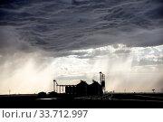 Купить «Prairie Storm Clouds Canada Saskatchewan Summer Warnings», фото № 33712997, снято 2 июня 2020 г. (c) age Fotostock / Фотобанк Лори