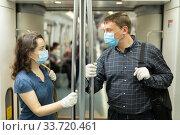 Man and woman in medical masks talking in subway. Стоковое фото, фотограф Яков Филимонов / Фотобанк Лори