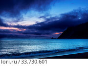 Купить «Rain weather above ocean at sunset», фото № 33730601, снято 3 июля 2020 г. (c) easy Fotostock / Фотобанк Лори