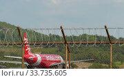 Купить «Traffic at Phuket International Airport», видеоролик № 33735605, снято 30 ноября 2019 г. (c) Игорь Жоров / Фотобанк Лори