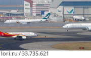 Traffic at Chek Lap Kok International Airport, Hong Kong (2019 год). Редакционное видео, видеограф Игорь Жоров / Фотобанк Лори