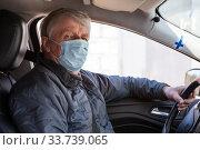 Купить «Finnish man wearing face mask while driving the car, senior male driver», фото № 33739065, снято 10 мая 2020 г. (c) Кекяляйнен Андрей / Фотобанк Лори