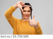 Купить «happy young woman making frame with her fingers», фото № 33739585, снято 20 марта 2020 г. (c) Syda Productions / Фотобанк Лори