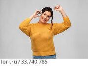 Купить «happy woman in headphones listening to music», фото № 33740785, снято 20 марта 2020 г. (c) Syda Productions / Фотобанк Лори