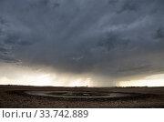 Купить «Prairie Storm Clouds Canada Saskatchewan Summer Warnings», фото № 33742889, снято 27 мая 2020 г. (c) age Fotostock / Фотобанк Лори