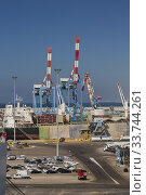 Купить «Dock with parked motor vehicles ready for shipping plus docked cargo ship and shipping container loading cranes in background, Ashdod Port, Israel.», фото № 33744261, снято 4 октября 2019 г. (c) age Fotostock / Фотобанк Лори